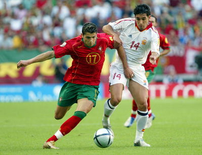 http://nanarie.joueb.com/images/cristiano%20ronaldo..%20PORTUGAL,PORTUGAL!!!_t.jpg
